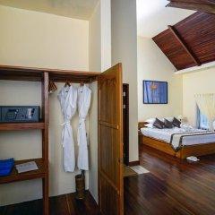 Отель Blue Oceanic Bay сейф в номере