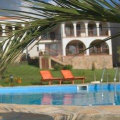 Отель Breeze Hotelcomplex бассейн фото 2
