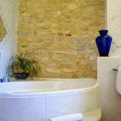 Отель Le Mas de la Treille Bed & Breakfast 3* Улучшенный номер с различными типами кроватей фото 3