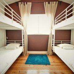 Отель We Love F Tourists Кровать в общем номере фото 3
