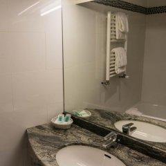 Отель Hôtel Exelmans 2* Улучшенный номер с двуспальной кроватью фото 14