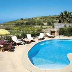 Отель Razzett Perla Мальта, Гасри - отзывы, цены и фото номеров - забронировать отель Razzett Perla онлайн бассейн фото 2