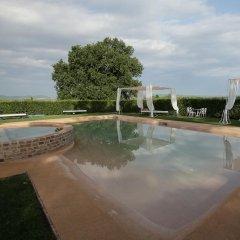 Отель Relais Montemaggiore Синалунга бассейн