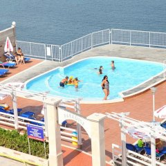 Отель Paradise Beach бассейн