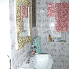 Отель Mayas Nest Индия, Нью-Дели - отзывы, цены и фото номеров - забронировать отель Mayas Nest онлайн ванная