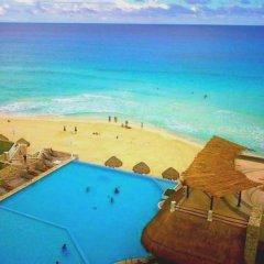 Отель Cancun Plaza Condo бассейн