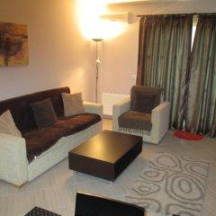 Апартаменты Green Life Ski & Spa Alexander Services Apartments Банско комната для гостей фото 3