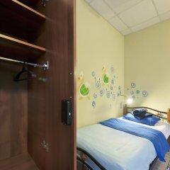 Кино Хостел на Пушкинской Кровать в мужском общем номере с двухъярусными кроватями