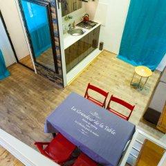 Отель Old Tbilisi Apartment Грузия, Тбилиси - отзывы, цены и фото номеров - забронировать отель Old Tbilisi Apartment онлайн интерьер отеля