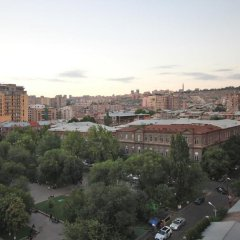 Отель Rent in Yerevan - Buzand Apartment Армения, Ереван - отзывы, цены и фото номеров - забронировать отель Rent in Yerevan - Buzand Apartment онлайн балкон