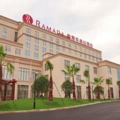 Отель Ramada Shanghai East парковка
