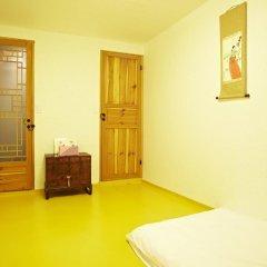 Отель Mumum Hanok Guesthouse 3* Стандартный номер с двуспальной кроватью фото 7