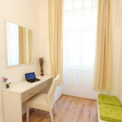 Отель CheckVienna - Czerningasse Апартаменты с различными типами кроватей