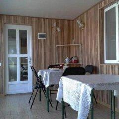 Отель Guest House NUR Кыргызстан, Каракол - отзывы, цены и фото номеров - забронировать отель Guest House NUR онлайн балкон