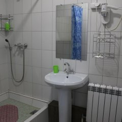 Гостиница 12 Mesyatsev Hotel в Плескове отзывы, цены и фото номеров - забронировать гостиницу 12 Mesyatsev Hotel онлайн Плесков ванная