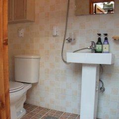 Отель Hyosunjae Hanok Guesthouse 2* Стандартный номер с двуспальной кроватью (общая ванная комната)
