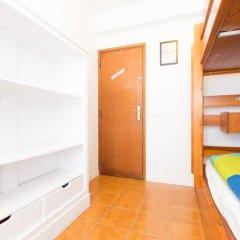 Отель Baleal Surf Camp Кровать в общем номере двухъярусные кровати фото 9