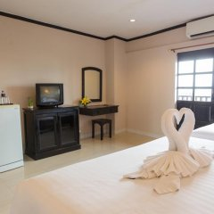 Отель Golden Tulip Essential Pattaya 4* Улучшенный номер с различными типами кроватей фото 30