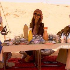 Отель Merzouga Luxury Camp Марокко, Мерзуга - отзывы, цены и фото номеров - забронировать отель Merzouga Luxury Camp онлайн питание фото 2