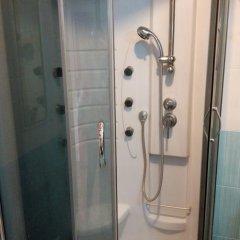 Апартаменты Apartment Red and White ванная фото 2