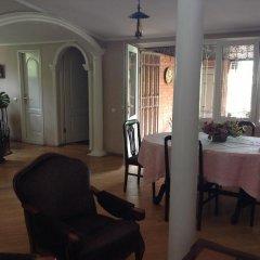 Отель Tsisana Guest House питание