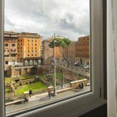 Отель Torre Argentina Relais - Residenze di Charme 3* Стандартный семейный номер с двуспальной кроватью фото 13