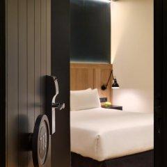 Отель H10 Puerta de Alcalá 4* Стандартный номер с двуспальной кроватью фото 17