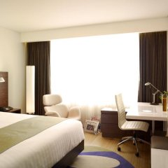 Отель Park Plaza Sukhumvit Bangkok 4* Улучшенный номер с разными типами кроватей фото 6