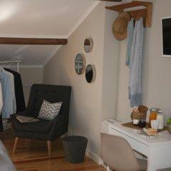 Отель Flores Guest House 4* Улучшенный номер с различными типами кроватей фото 9