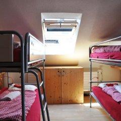 Отель Langstars Backpackers Кровать в общем номере фото 6