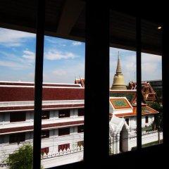 Отель The Road Feung Nakorn Бангкок балкон