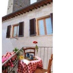 Отель La Torre Useppi Италия, Сан-Джиминьяно - отзывы, цены и фото номеров - забронировать отель La Torre Useppi онлайн балкон