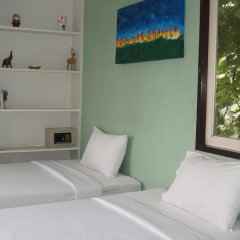 Отель Padi Madi Guest House Бангкок сейф в номере