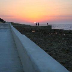 Отель Derek's Marsalforn Home пляж фото 2