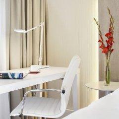 Отель NH Collection Hamburg City 4* Улучшенный номер с различными типами кроватей фото 4