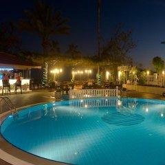 Azak Hotel бассейн
