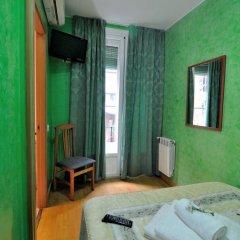 Отель Hostal Naranjos Стандартный номер с различными типами кроватей фото 16