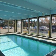 Отель Ramada Limited Calgary Northwest Канада, Калгари - отзывы, цены и фото номеров - забронировать отель Ramada Limited Calgary Northwest онлайн бассейн фото 3