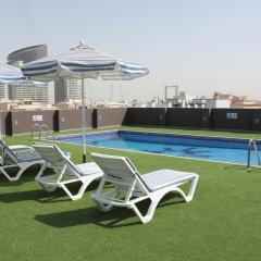 Отель Royal Ascot Hotel Apartment - Kirklees 2 ОАЭ, Дубай - отзывы, цены и фото номеров - забронировать отель Royal Ascot Hotel Apartment - Kirklees 2 онлайн бассейн фото 3