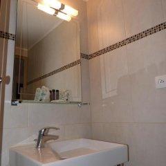 Отель Hôtel Little Regina 2* Стандартный номер с двуспальной кроватью фото 5