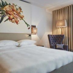 Отель Hyatt Regency Amsterdam Стандартный номер с красивым видом с двуспальной кроватью