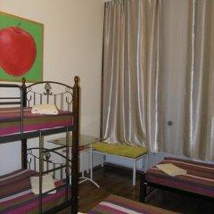 Хостел Радужный Кровать в общем номере двухъярусные кровати фото 7