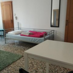 Отель The Academy Кровать в общем номере фото 7
