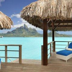 Отель The St Regis Bora Bora Resort 5* Улучшенная вилла Overwater с различными типами кроватей фото 2