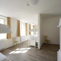 Отель Equity Point Prague Кровать в общем номере с двухъярусной кроватью фото 10