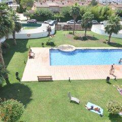 Отель Apartamentos Porto Mar Испания, Курорт Росес - отзывы, цены и фото номеров - забронировать отель Apartamentos Porto Mar онлайн бассейн фото 2