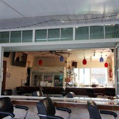 Отель East Shore Pattaya Resort гостиничный бар
