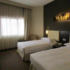 Отель Royal At Queens Сингапур комната для гостей фото 3