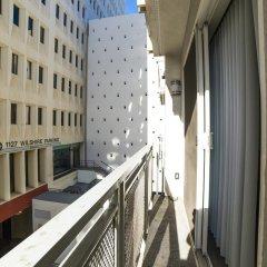 Отель Ginosi Wilshire Apartel балкон
