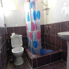 Отель Aleksandre Guest House Грузия, Тбилиси - отзывы, цены и фото номеров - забронировать отель Aleksandre Guest House онлайн ванная